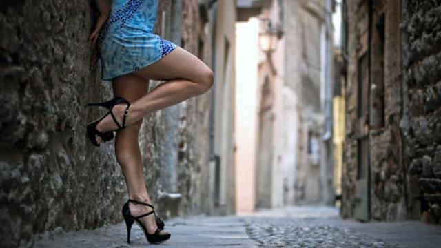 love hanging round european alleys waiting for men
